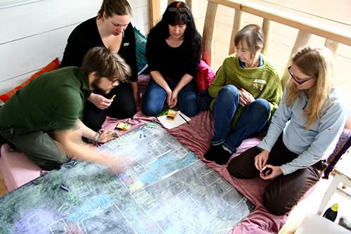 Gruppdiskussion på förra skogsträdgårdskursen.