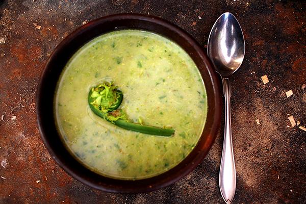 Den färdiga soppan är en riktigt delikatess!