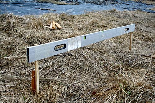 Den här typen av vattenpass använder jag för att mäta in mina swales.